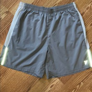 Old Navy light grey active shorts - size M
